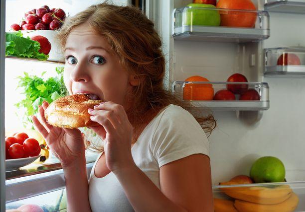 Hillittömiä mielitekoja vastaan tehoaa hyvin se, että säännöllisen ruokailurytmin ja terveellisen ruokavalion ansiosta nälkä ei pääse kasvamaan liian suureksi.