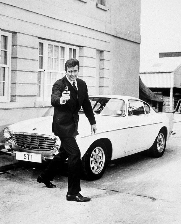 Pyhimys eleli hetkeä ennen Bondia, samat jekut tälläkin agentilla.