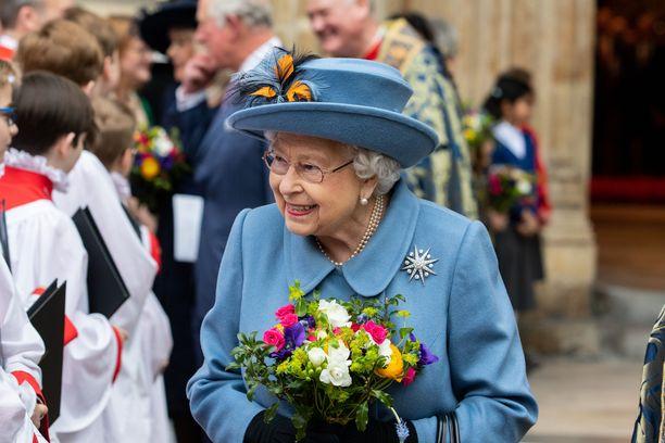 Kuningatar Elisabet II viettää tänä vuonna joulun kahdestaan prinssi Philipin kanssa.