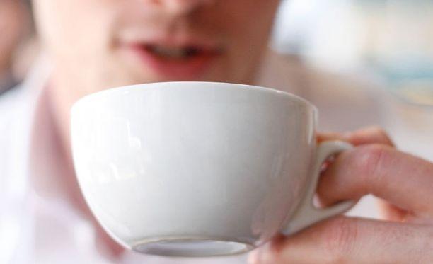 Kofeiinipitoisuus veressä on suurin noin puolen tunnin kuluttua juomisesta. Kahvi voi parantaa tarkkaavaisuutta esimerkiksi liikenteessä: Duodecimin mukaan paras teho on saatu ottamalla 1–2 kahvikupillisen jälkeen 15 minuutin torkut.