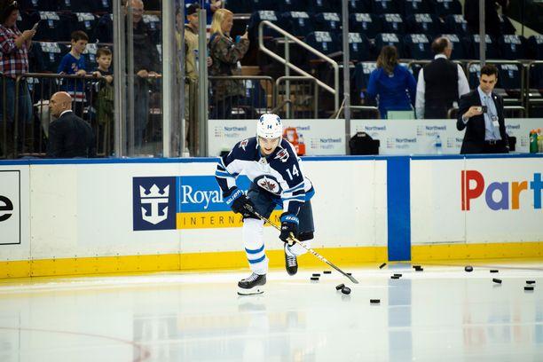 Ville Heinola on tehnyt NHL-kauden alkuun tehot 1+2.
