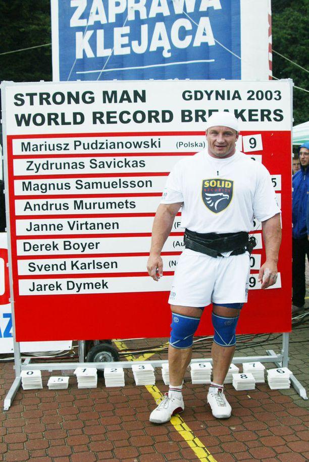 Pudzianowski voimamieskilpailuissa kotimaassaan Gdynian kaupungissa vuonna 2003.