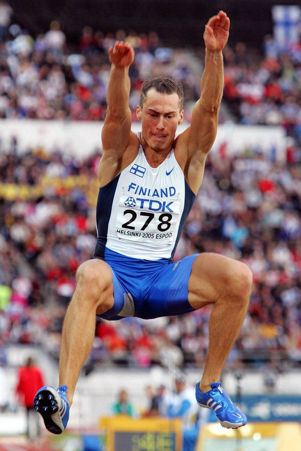 Tommi Evilä kehuu, että bileet MM-Helsingissä olivat jäätävän hienot. Hän kertoo onnistuneensa kisoissa täydellisesti.