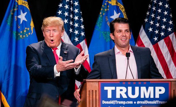 The New York Timesin mukaan Donald Trump hyväksyi poikansa viikonloppuna antaman lausunnon, jossa annettiin harhaanjohtavia tietoja tämän tapaamisesta Kremliin kytketyn venäläisasianajajan kanssa.