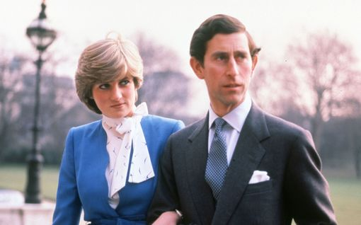 Prinsessa Diana ja prinssi Charles kihlautuivat 40 vuotta sitten – nämä vaivaannuttavat kuvat muistetaan yhä
