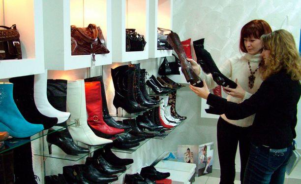 Kuluttajaluottamus pysyi korkeuksissa sateisen lokakuun aikana.