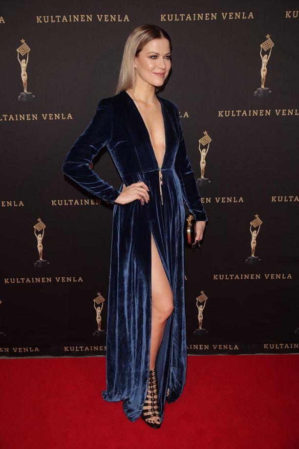 Jenni Vartiainen pukeutuu aina näyttävästi.