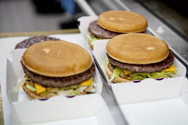 Perinteisesti ruoat on kannettu pikaruokaravintoloissa itse pöytään.
