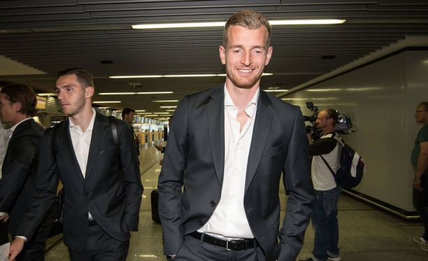 Lukas Hradecky saapui Berliiniin.