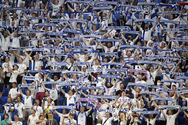 Suomi-fanit keräsivät kiitoksia käyttäytymisestään jalkapallon EM-kisoissa Kööpenhaminassa ja Pietarissa.