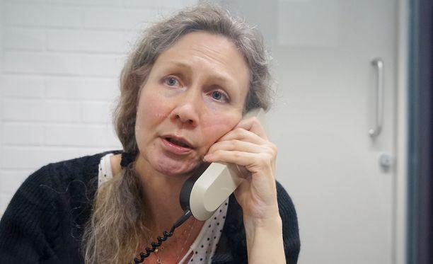 Anneli Auerin mukaan vieras mies tunkeutui heidän kotiinsa yöllä ja kävi hänen miehensä kimppuun joulukuussa 2006.
