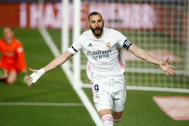 Karim Benzema tuuletti El Clásicon avausmaalia.