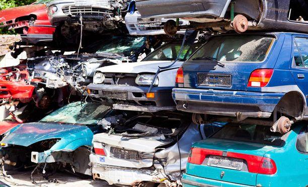 Erityisen innostuneita autojen romuttamisesta olivat maakunnassa asuvat autoilijat.