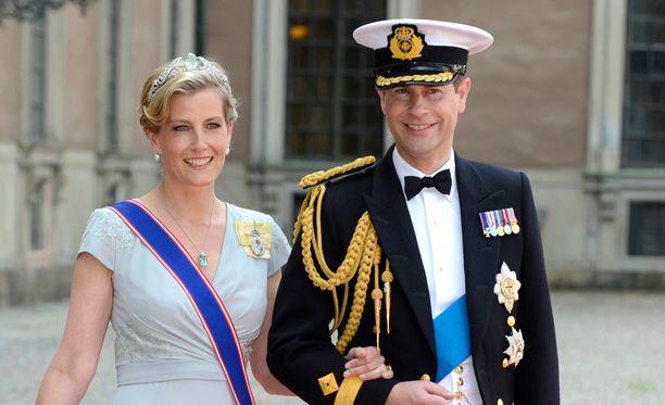 Jos jotkut saapuvat Iso-Britannian hovista, ne ovat prinssi Edward ja prinsessa Sophie.