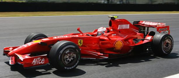 Interlagosin kisa ratkesi Ferrarin kaksoisvoittoon ja Kimin maailmanmestaruuteen.