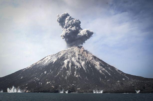 Tulivuori Anak Krakatau on ollut aktiivinen jo pitkään. Kuva heinäkuulta 2018.