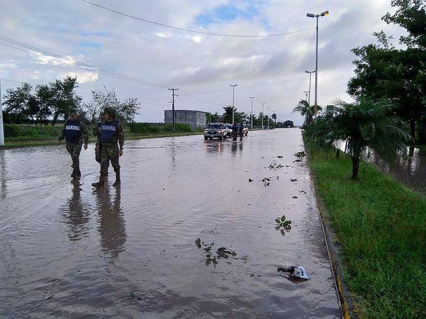 Monissa kylissä ajotiet olivat veden peitossa.