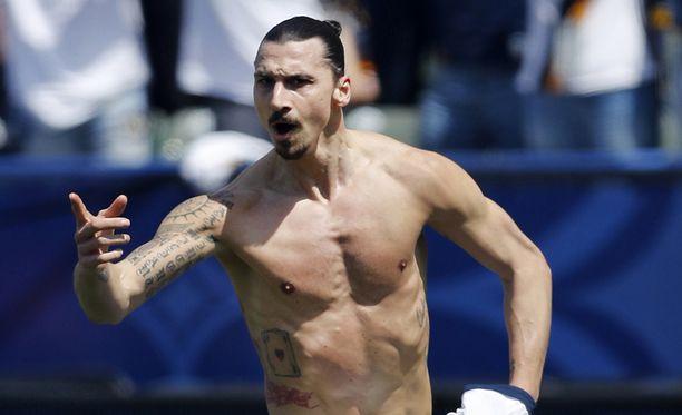 Zlatan Ibrahimovic pelasi räjähtävän debyytin Los Angeles Galaxyssa ja iski ottelussa kaksi maalia.