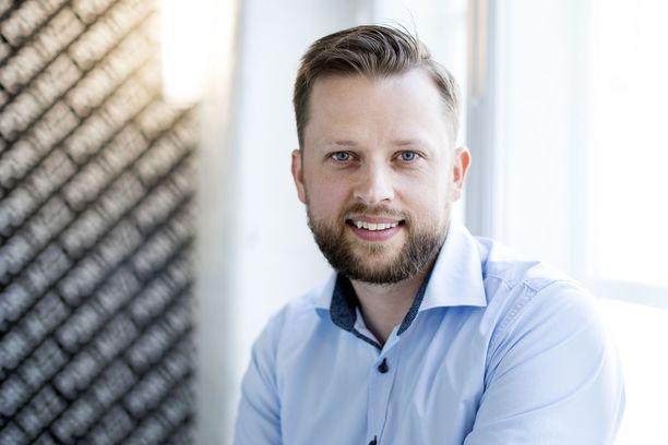 Aki Ruotsala muuttaa Kuortaneelle, mikäli kunnanvaltuusto sinetöi pestin.