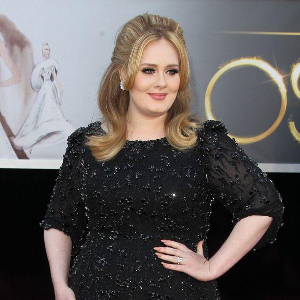 Tässä kampauksessa Adele totuttiin näkemään. Kuva vuoden 2013 Oscar-juhlista.