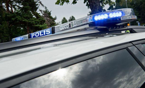 Oulun poliisi tutkii apteekin ryöstöyritystä.