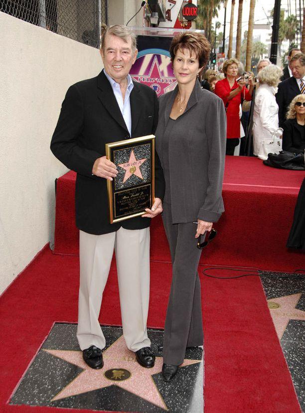 Cindra Ladd kuului myöhemmin viihdemaailman johtoportaaseen. Nyttemmin hän keskittyy hyväntekeväisyystyöhön. Elokuvatuottaja Alan Ladd Jr:n kanssa hän on ollut naimisissa vuodesta 1985.