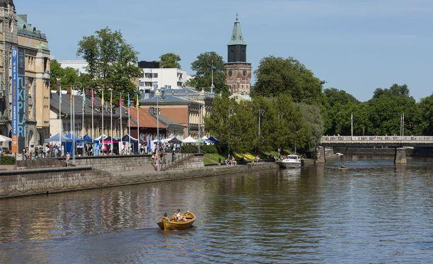 Wiktoria Ahlin kertoo, että hänestä Turku on kiva kaupunki. Hän on julkaissut kuvia esimerkiksi jokirannasta. Kuvituskuva.