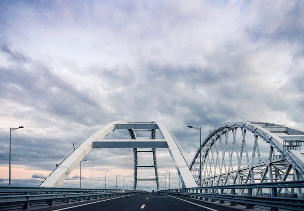 Kerstinsalmen yli menevä silta yhdistää Venäjän Krimin niemimaahan. Silta rakennettiin sen jälkeen, kun Venäjä oli vallannut Krimin Ukrainalta.
