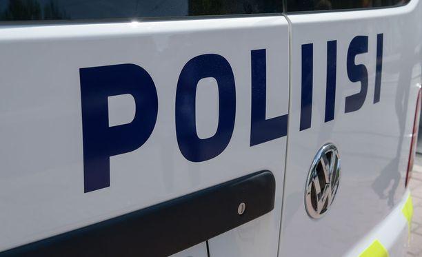 Oulun poliisi tiedotti maanantaina Oulun Kiimingissä tapahtuneesta kolarisumasta.