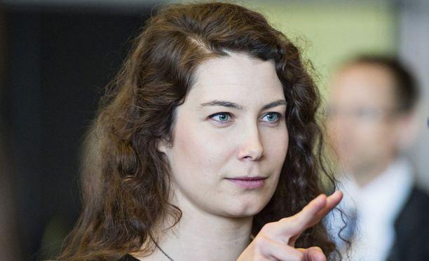 Emma Kari on USU-gallupin mukaan ennakkosuosikki vihreiden uudeksi puheenjohtajaksi.