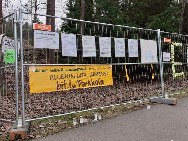 Aktivistit korostavat viesteissään, että eivät vastusta hallia, mutta paikka on huono.