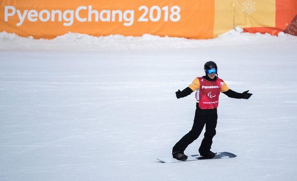 Matti Suur-Hamari aloitti viikon lumilautacrossin paralympiavoitolla.