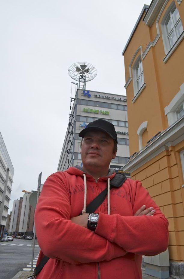 Viihdetaiteilija Juha Kurvinen on ollut kahteen kertaan akuutilla suljetulla A1-osastolla.