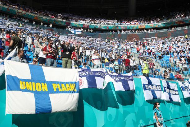 Suomen kannattajia oli Pietarissa tuhansia.