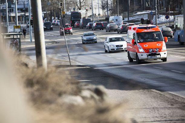Helsingin pelastuslaitos saa usein kutsun ikääntynyttä potilasta auttamaan. Potilas viedään usein päivystykseen, vaikka hän ei kuuluisi sinne.