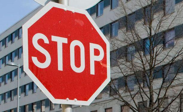 Pieni stop-merkki on aivan yhtä lainvoimainen kuin tämä normaalikokoinen versiokin.