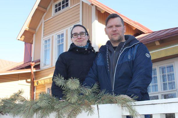 Mirja ja Erkki Koivulan elämä muuttui Erkin saatua aivovamman.