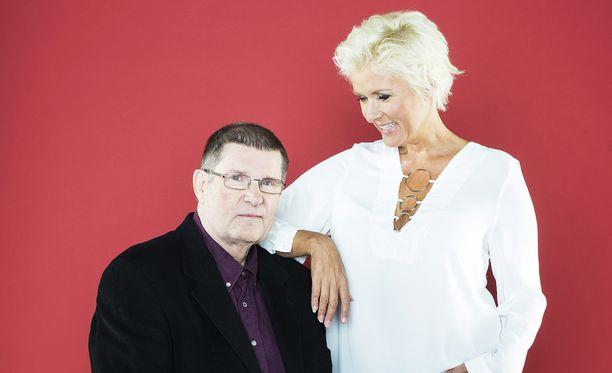 Hanna-Riikka ja hänen isänsä viihdetaiteilija ja muusikko Matti Siitonen Iltalehden kuvauksissa vuonna 2015.