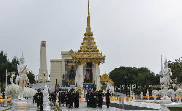 Thaimaan edesmennyt kuningas Bhumibol polttohaudataan tänään.