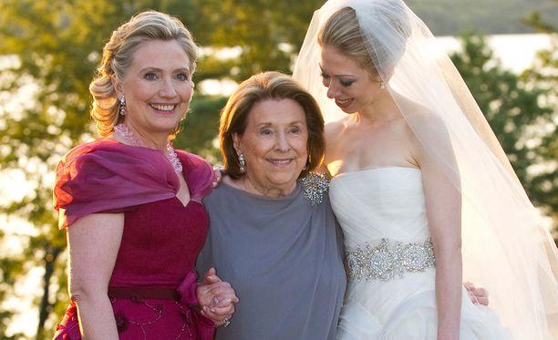 Kolme sukupolvea samassa kuvassa: Hillary, Dorothy ja Hillaryn tytär Chelsea.