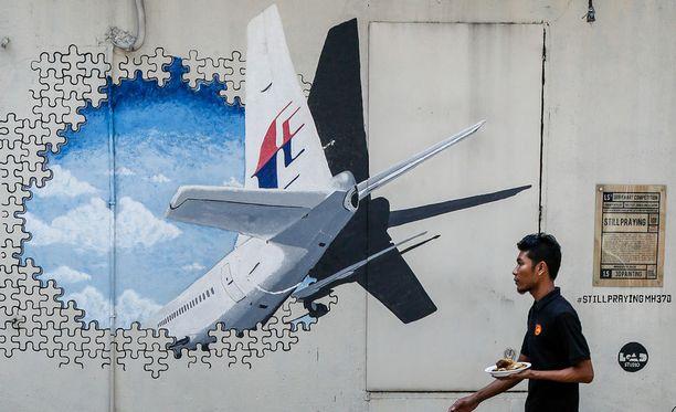 Kadonneelle koneelle on pystytetty muistomerkki Kuala Lumpurin ulkopuolelle.