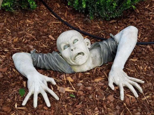 Patsaan omistaja lupasi poistaa zombien, mutta kertoi harkitsevansa, että laittaa sen uuteen paikkaan.