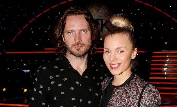 Vuosi sitten Laura Allonen edusti vielä yhdessä Kai Vaineen kanssa Tanssii tähtien kanssa -lähetyksessä.