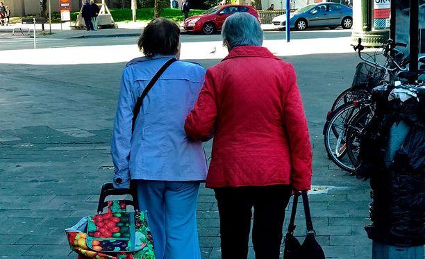 Belgiassa epäillään, että joissakin tapauksissa potilaat pyytävät eutanasiaa vain siksi, etteivät olisi sukulaisten vaivoina.