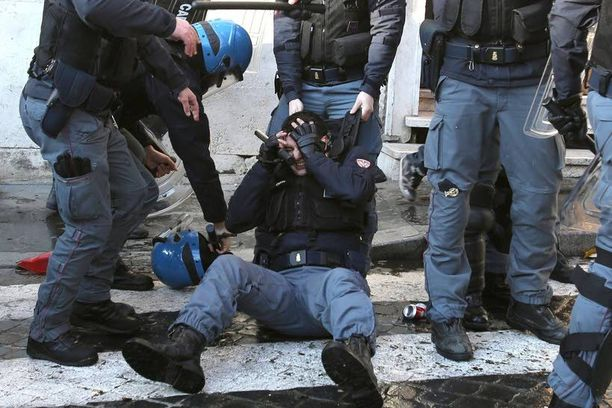 Italialaispoliisi oli saanut osumaa Piazza di Spagnassa.