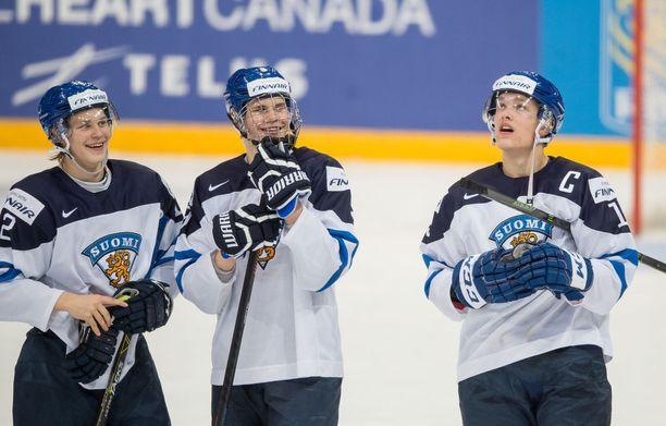 Alle 20-vuotiaiden maailmanmestari pääsi pelaamaan kotikisoissa nykyisten NHL-pelaajien Jesse Puljujärven ja Mikko Rantasen kanssa.
