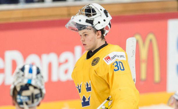 Ruotsalaisvahti Linus Söderström oli äärimmäisen pettynyt ottelun jälkeen.