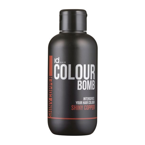 Sävyttävä hoitoaine on kätevä tapa uudistaa ilmettä. IdHairin Colour Bomb -hoitoaineesta löydät esimerkiksi trendikkään punertavan sävyn Shiny Copper, 19,90 e