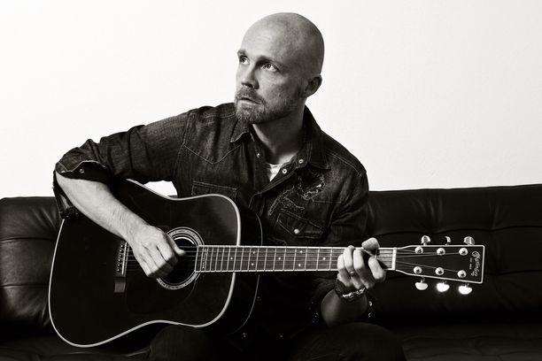John on koko uran ajalta se kaikkein onnistunein musiikkivideo, Juha Tapio sanoo.