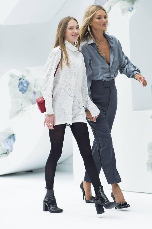Myös Kate Moss aloitti teini-ikäisenä muotialalla.